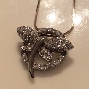 Jewelry - NWOT Silver Dragonfly necklace